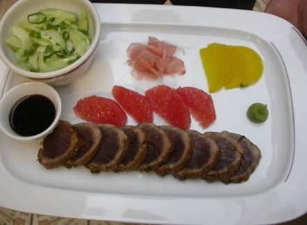 our fusion kitchen blends the best tastes from Europe and Asia ..... From garnaalkroket to tataki