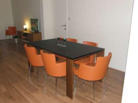 Tafel en stoelen van sit 39 n so gewoon prachtig antwerpen - Tafel en stoelen dineren ...