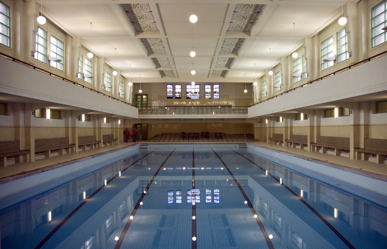 Art deco badhuis begint aan tweede leven antwerpen - Deco tuin met zwembad ...