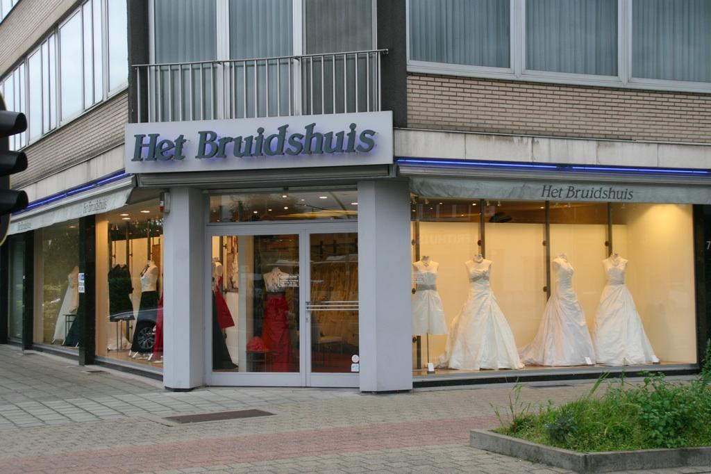 Het Bruidshuis Feesktkledij En Bruidsjurken Antwerpen